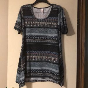 Geometric LuLaRoe Perfect T